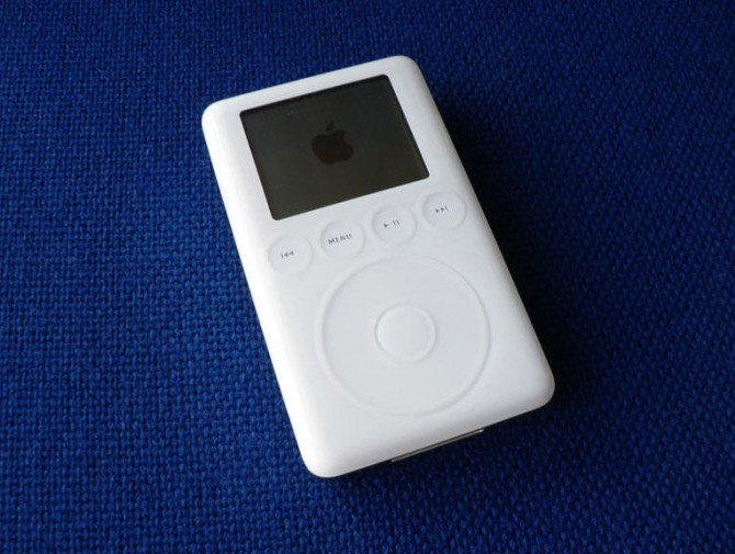 01-ipod-user-experience-design-essensial-ux-ui.jpg